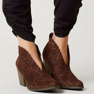 NEW Coconuts Matisse Leopard Addie Ankle Boots 6